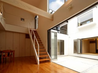八代の住処 モダンデザインの リビング の 岩瀬隆広建築設計 モダン