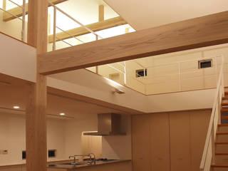 八代の住処: 岩瀬隆広建築設計が手掛けたリビングです。,