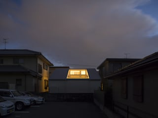 北側外観: 岩瀬隆広建築設計が手掛けた家です。