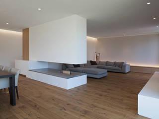 Wohnhaus P. - Oberösterreich:  Wohnzimmer von Frohring Ablinger Architekten