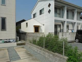 Garage/shed by 市原忍建築設計事務所 / Shinobu Ichihara Architects
