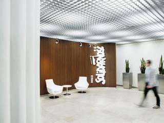 Gedung perkantoran oleh Raca Architekci, Modern