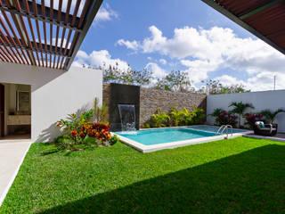 Pool by Enrique Cabrera Arquitecto, Modern