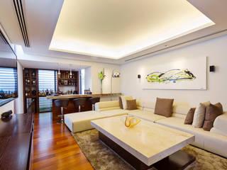 Casa Manantiales: Estudios y oficinas de estilo moderno por Enrique Cabrera Arquitecto