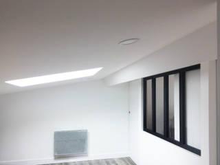 Appartement FRND: Chambre de style  par BIENSÜR Architecture
