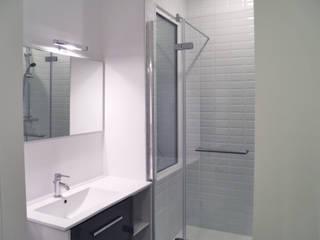 Appartement FRND: Salle de bains de style  par BIENSÜR Architecture
