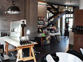 Industrial style offices & stores by BIENSÜR Architecture Industrial