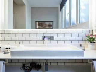 Baño suite: Baños de estilo  de Time2dsign