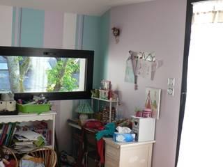 INTERIEURS d'une habitation neuve: Chambre d'enfant de style  par LM conception