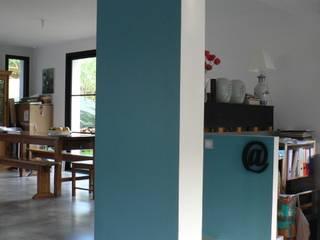 INTERIEURS d'une habitation neuve: Salon de style  par LM conception