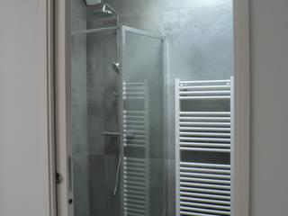 INTERIEURS divers: Salle de bains de style  par LM conception