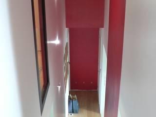 INTERIEURS d'une habitation neuve: Couloir et hall d'entrée de style  par LM conception