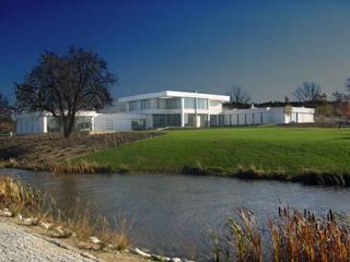 Rezydencja Minimalistyczne domy od MAŁECCY biuro projektowe Minimalistyczny