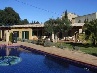 Mis casas: Casas de estilo colonial de Juli Llueca, Arquitecto