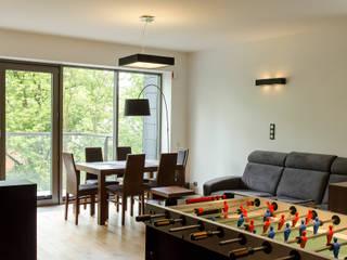 Mieszkanie w męskim stylu. Nowoczesny salon od Pracownia A Nowoczesny