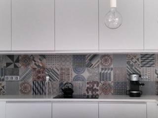 Un duplex comme une maison Cuisine moderne par WW*studio Moderne