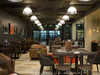 Aménagement d'un Club Sandwich: Restaurants de style  par Codes Intérieurs