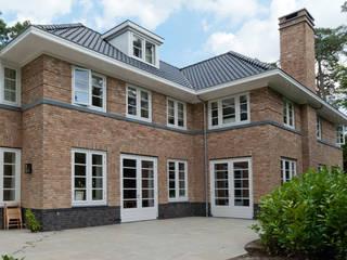 Luxe villa in de jaren 40 stijl :  Huizen door Snellen Architectenbureau, Klassiek
