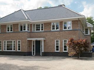 voorgevel: klasieke Huizen door Snellen Architectenbureau