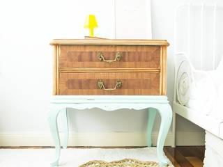 Piezas restauradas con encanto:  de estilo  de Tu Cajon Vintage Shop,
