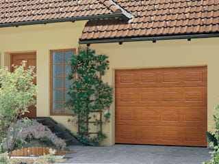 Timber Garage Doors The Garage Door Centre Limited 倉庫/儲藏間