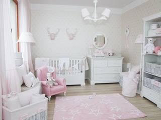 Pokój dziewczynki w subtelnym pudrowym różu od Caramella Klasyczny