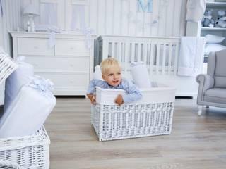 Klasyczny błękit w pokoju chłopca od Caramella Klasyczny