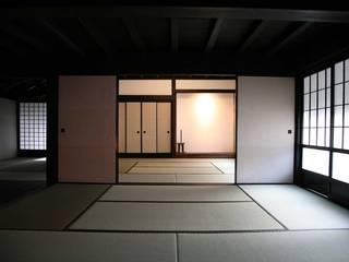 地域モデル住宅七年庵の改修後座敷: 株式会社アルフデザインが手掛けた会議・展示施設です。