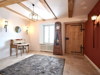 Stockhaus im Berner Oberland Dr. Schmitz-Riol Planungsgesellschaft mbH Flur, Diele & Treppenhaus im Landhausstil