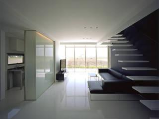 1階リビング モダンデザインの リビング の 株式会社アルフデザイン モダン