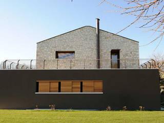 Residenza alle pendici del Grappa: Case in stile  di Ing. Adriano Filippin
