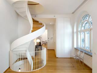 Padi Costruzioni 現代風玄關、走廊與階梯