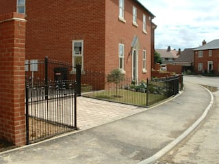Steel Automatic Gates Eclectic style houses by AGD Systems Eclectic