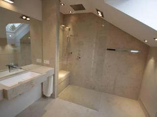 Bathroom by Haimerl & Wilder GmbH, Der Steinmetz