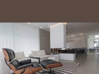 Penthauswohnung Ingolstadt: moderne Wohnzimmer von Haimerl & Wilder GmbH, Der Steinmetz