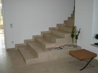 Treppen:  Flur & Diele von Haimerl & Wilder GmbH, Der Steinmetz