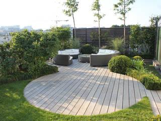 Un Jardin suspendu: Toiture plate de style  par FIORELLINO paysagiste