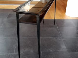Console Table in steel and glass - Achrone #1 Forge Art by A.T.R Vestíbulos, pasillos y escalerasCómodas y estanterías