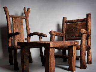 Ensemble aus Wildholzstühlen und einem Altholztisch von Tuldok Rustikal