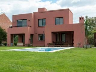 CASA M BARRIO SAUSALITO - PILAR - BUENOS AIRES - ARGENTINA: Casas de estilo  por Desarrollos Proyecta,Colonial