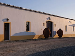 Herdade do Sobroso Country House: Adegas  por A.P.E.L