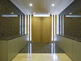 Puertas y ventanas modernas de 株式会社 間瀬己代治設計事務所 Moderno