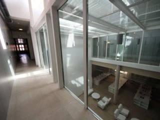 Gomez-Ferrer arquitectos Industrial corridor, hallway & stairs