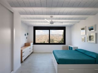 C&C House_Self-construction manual. Minimalist bedroom by ariasrecalde taller de arquitectura Minimalist