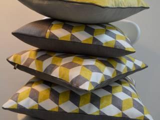 Coussins couleurs tendances:  de style  par Atelier Christine Oliver