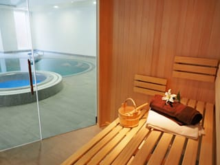 Bespoke Sauna & Steam Room for Pool Area Modern pool by Oceanic Saunas Modern