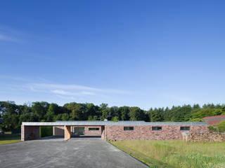 Wohnhaus Blechhof Dormagen: minimalistische Häuser von Wichmann Architekten Ingenieure GmbH