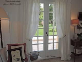Doubles rideaux en lin lavé et fine dentelle : le Brut et l'élégance! par Lin Dentelle Moderne