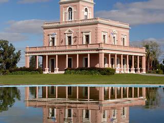 Дома в классическом стиле от Estudio Sespede Arquitectos Классический