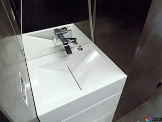 Aranżacja łazienki wykonana przez firmę LUXUM Nowoczesna łazienka od Luxum Nowoczesny